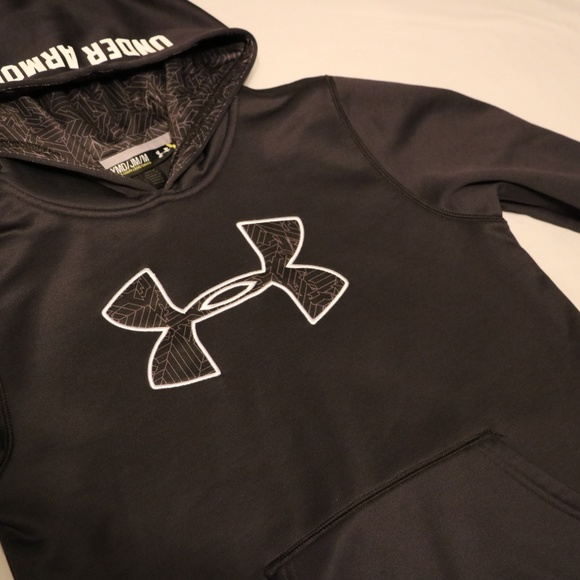 Under Armour Other - Under Armour Boys med Black Hoodie Sweater